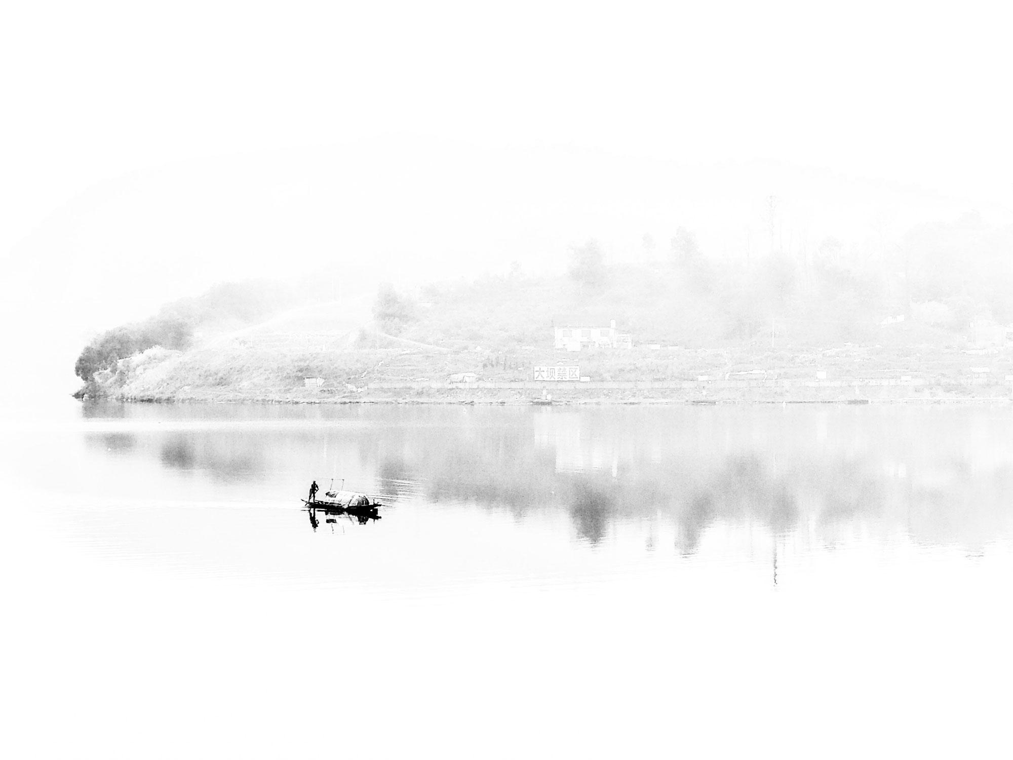 看山还是山,看水还是水。手机黑白摄影作品