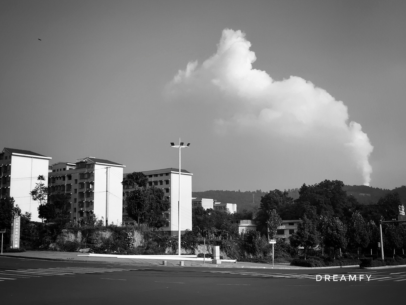 工业城市?蓝天白云?